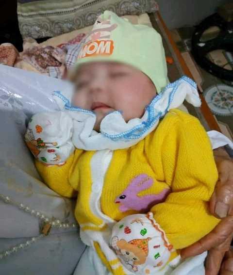 Bé gái 2 tháng tuổi xinh như thiên thần bị bỏ rơi kèm lá thư: 'Tôi để lại cháu ở đường, ai nhặt được thì nuôi' 1
