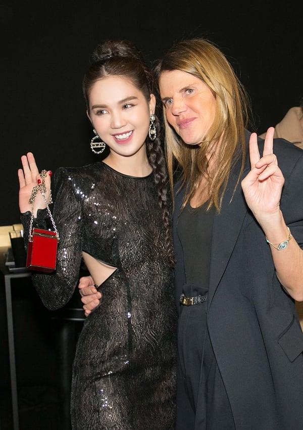 Ngọc Trinh chơi trội với váy xuyên thấu, xẻ lườn dự Milan Fashion Week 3