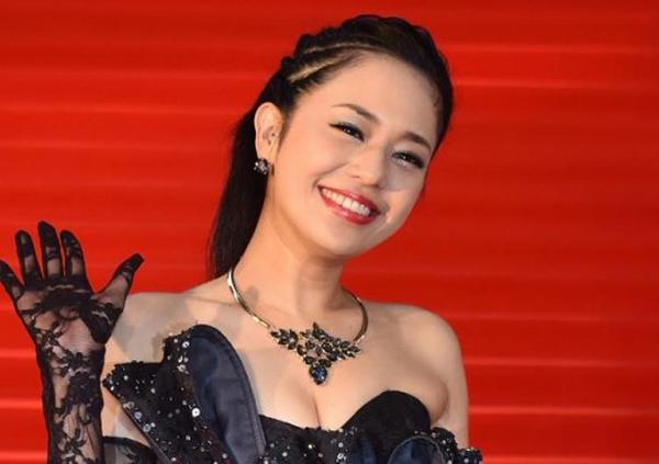 Nữ hoàng phim người lớn Aoi Sora thông báo mang song thai sau hơn 10 năm đóng phim nóng 1