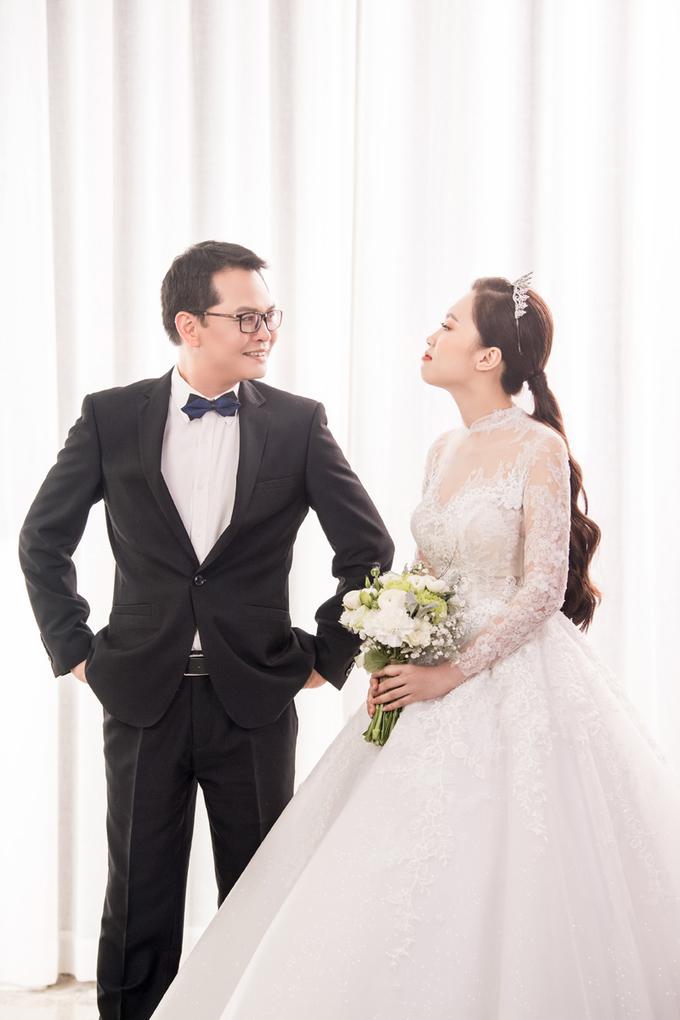 Hình ảnh NSND Trung Hiếu mua quà khủng tặng vợ kém 19 tuổi trước ngày cưới số 4