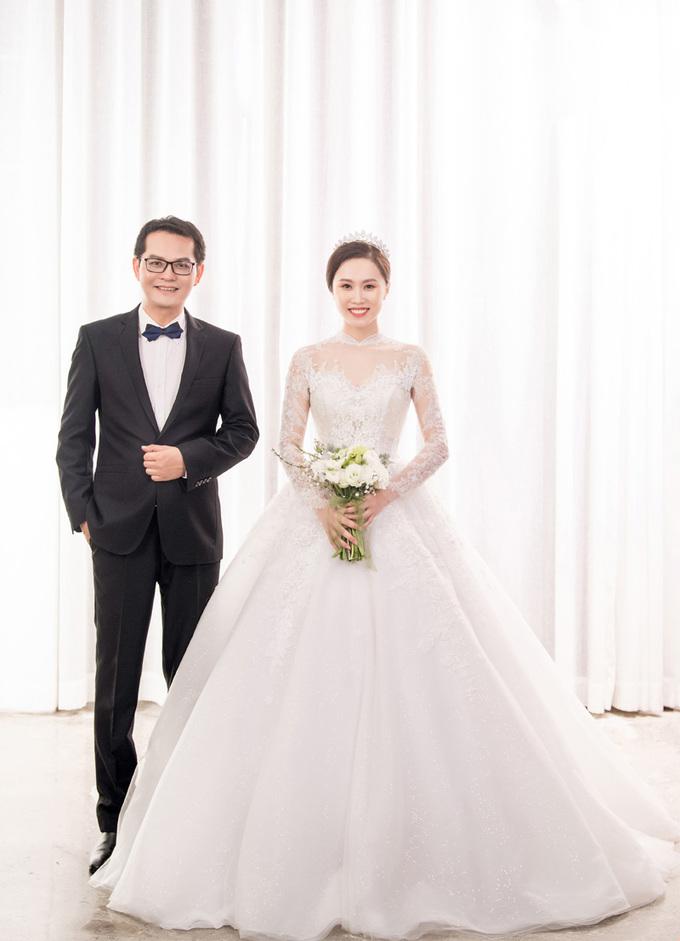 Hình ảnh NSND Trung Hiếu mua quà khủng tặng vợ kém 19 tuổi trước ngày cưới số 5