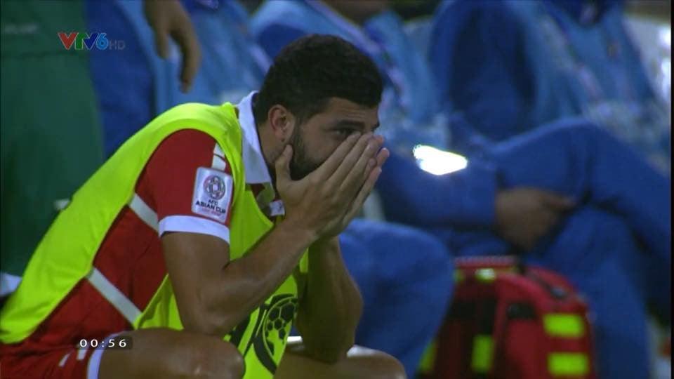 Để lỡ tấm vé đi tiếp vào tay Việt Nam, cầu thủ Lebanon gục khóc nức nở 4