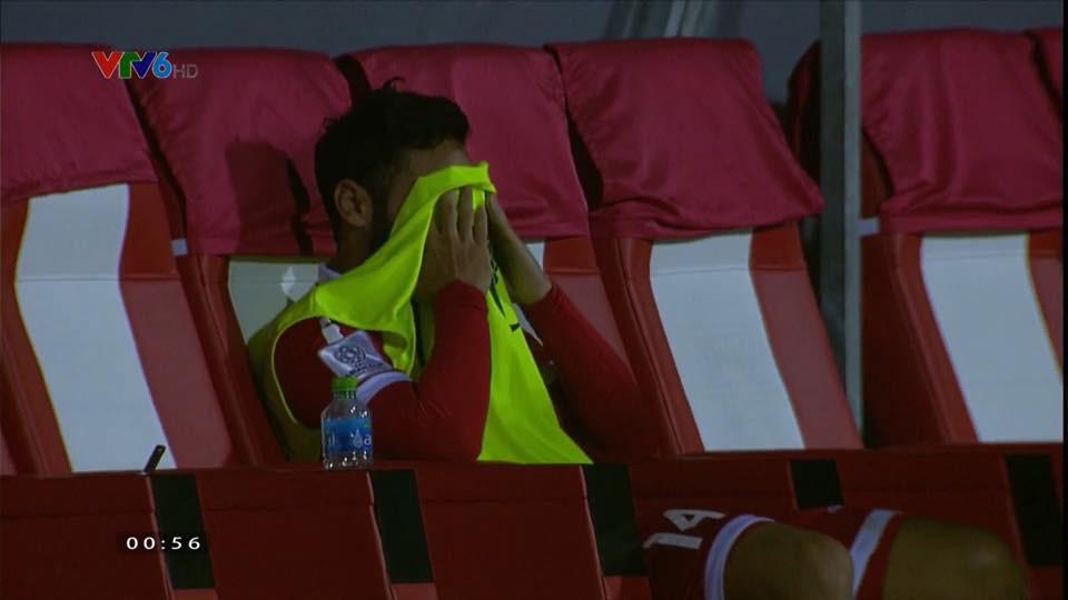 Để lỡ tấm vé đi tiếp vào tay Việt Nam, cầu thủ Lebanon gục khóc nức nở 5