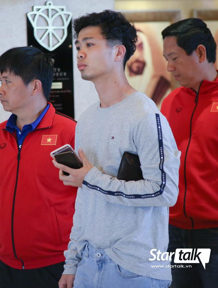 Hình ảnh fashionista của Công Phượng khi được thầy Park rủ ăn thịt nướng gây bão MXH 2