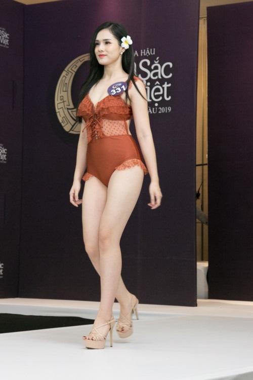 Bạn gái Trọng Đại mặc áo tắm như nội y tại Hoa hậu Bản sắc Việt toàn cầu 2