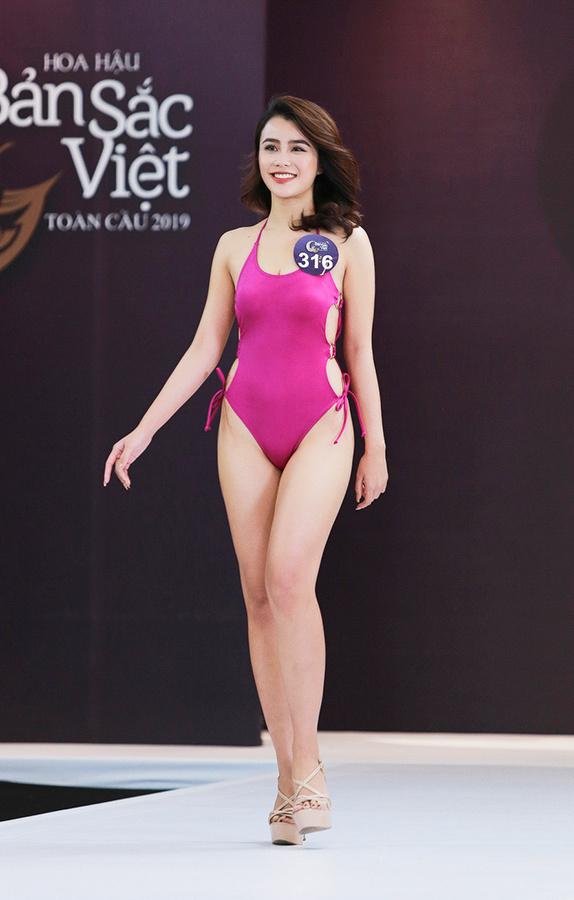 Bạn gái Trọng Đại mặc áo tắm như nội y tại Hoa hậu Bản sắc Việt toàn cầu 6