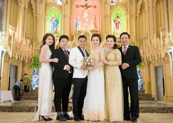 Chân dung vợ chồng đại gia Nam Định trao của hồi môn 200 cây vàng cho con 9