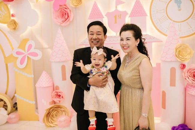 Chân dung vợ chồng đại gia Nam Định trao của hồi môn 200 cây vàng cho con 7