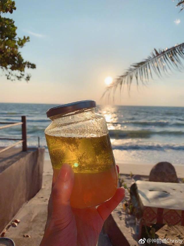 """""""Nữ thần gợi cảm gốc Việt"""" gây tranh cãi khi uống dầu ăn suốt 11 ngày để… thải độc 4"""