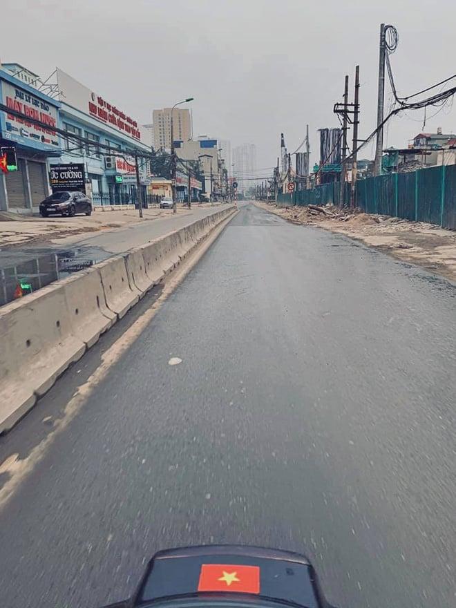 Hình ảnh so sánh trước và sau cho thấy đường phố Hà Nội khác biệt đến lạ thường khi bước sang ngày đầu năm mới 3