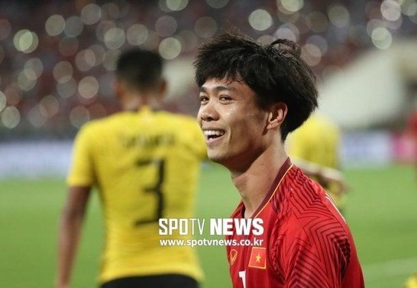 Hình ảnh Công Phượng đại náo Incheon United khi ký hợp đồng 1 năm số 1