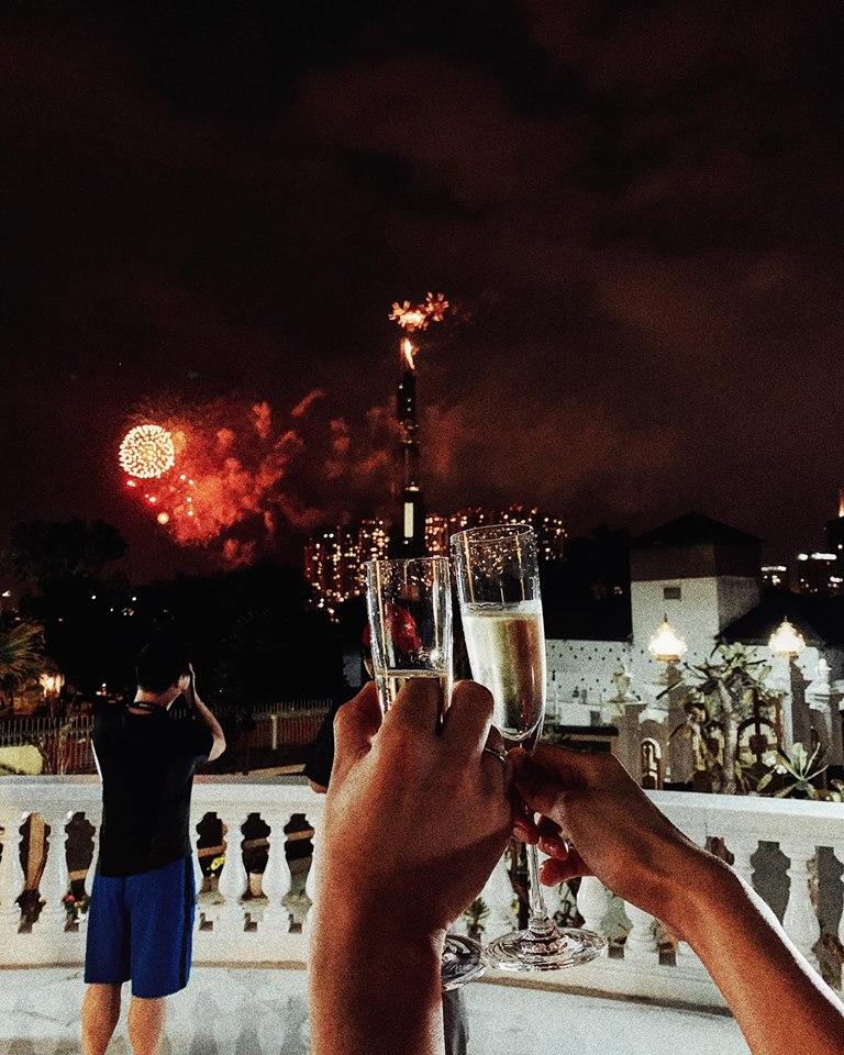 Lan Khuê khoe Tết đầu tiên làm dâu nhà giàu, ngồi lâu đài ngắm pháo hoa 2