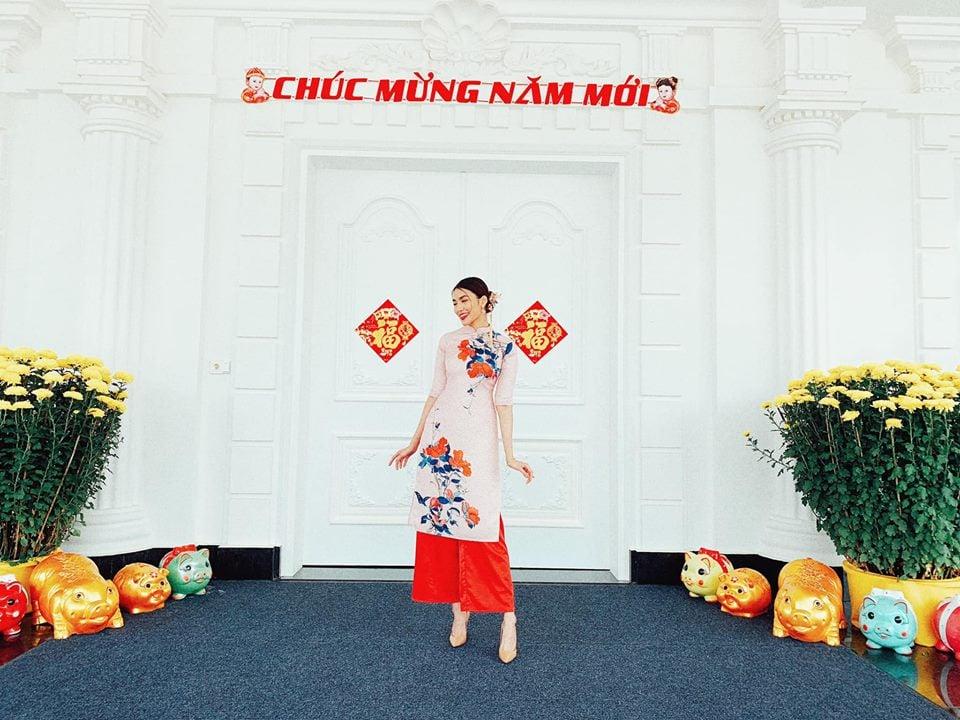 Lan Khuê khoe Tết đầu tiên làm dâu nhà giàu, ngồi lâu đài ngắm pháo hoa 5