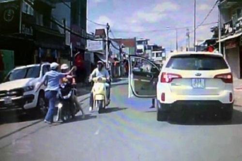 Tài xế hung hăng tát người phụ nữ đi xe máy giữa đường lên tiếng xin lỗi 2