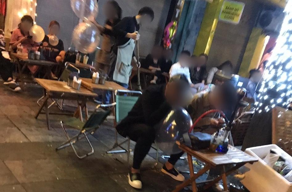 Clip: Giật mình bóng cười tràn ra vỉa hè phố lớn Hà Nội những ngày đầu năm Tết Kỷ Hợi 2019 2
