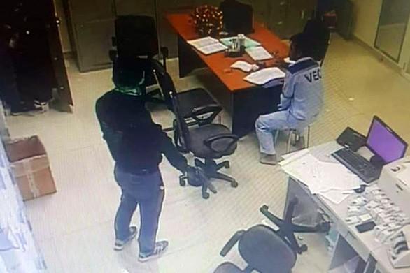 Hình ảnh Khởi tố 2 nghi can dùng súng cướp 2,2 tỷ đồng ở trạm thu phí Dầu Giây số 1