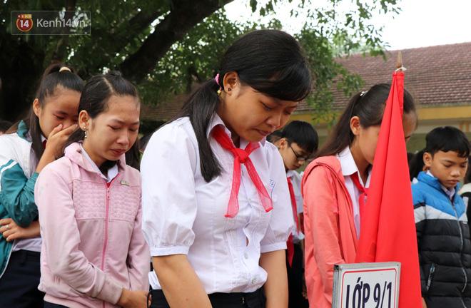 Hình ảnh Buổi chào cờ đầu năm mới chìm trong nước mắt ở ngôi trường có 6 học sinh đuối nước thương tâm số 7