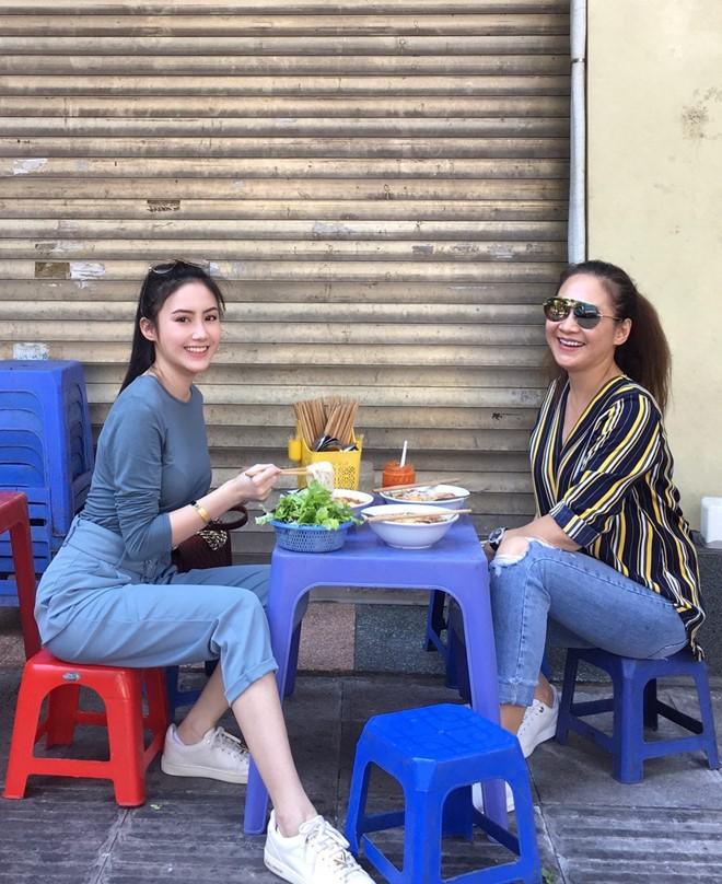 Nhan sắc gợi cảm của đệ nhất hot girl Lào vừa về Việt Nam ăn Tết, đăng ảnh check-in gây sốt - Ảnh 10.