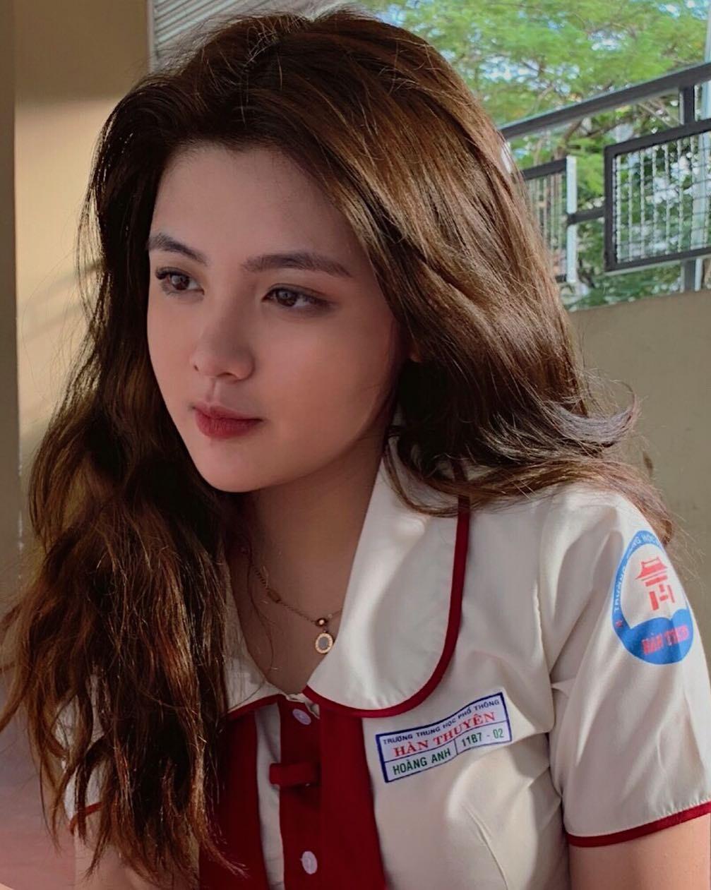 Chân dung nữ sinh Việt mặc áo dài khiến báo Trung mê mẩn 2