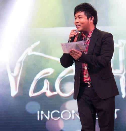Hình ảnh Xuân Hinh đi diễn được fan tặng 2000 USD, Lệ Quyên được cả xấp số 2