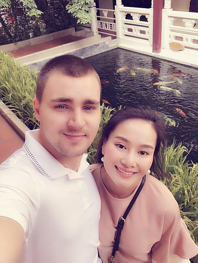 Hình ảnh Vừa tung ảnh bên bạn trai Tây, vợ cũ của MC Thành Trung bị bóc phốt người tình số 2