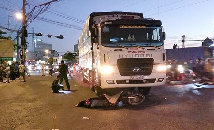 Tai nạn giao thông mới nhất ngày 13/2: Vượt ẩu tại đèo Bảo Lộc, phượt thủ bị cuốn vào gầm xe tải 2