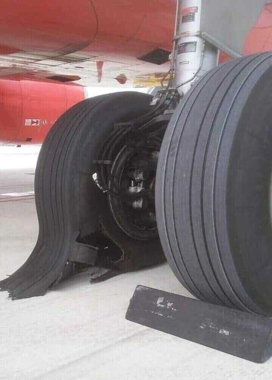 Máy bay Vietjet Air bị hỏng lốp sau khi hạ cánh xuống Tân Sơn Nhất 1