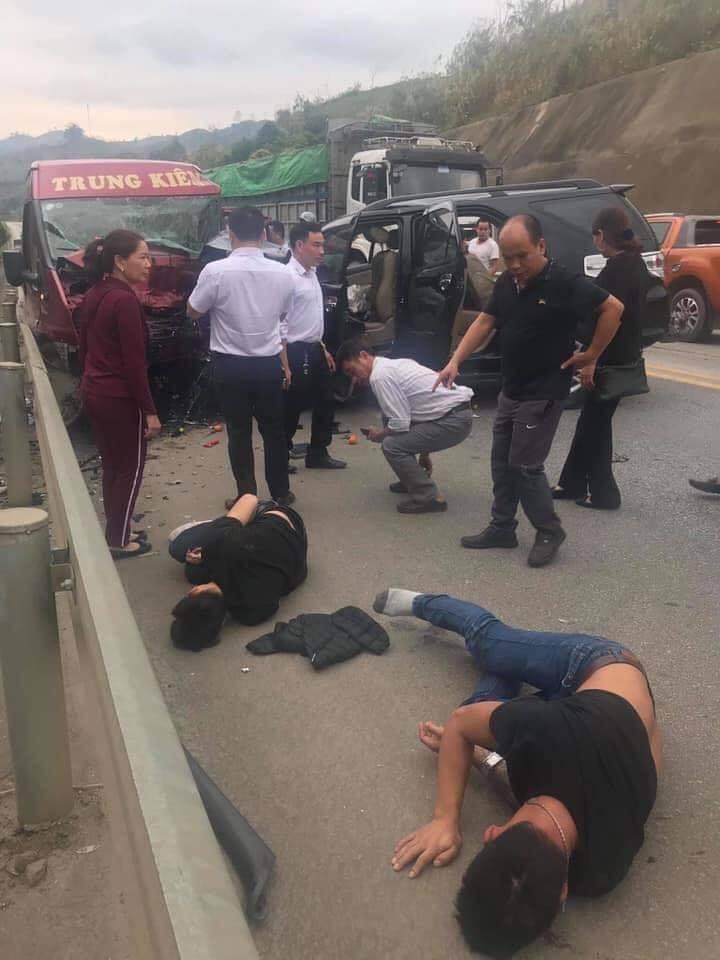 Tai nạn kinh hoàng trên cao tốc Nội Bài - Lào Cai: 12 người thương vong 1