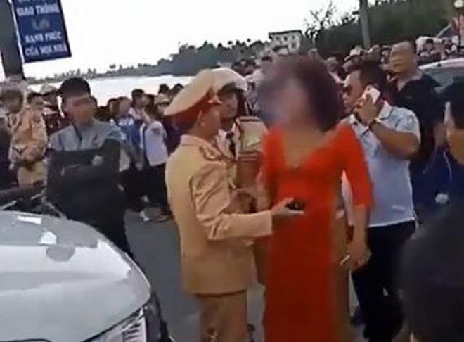 Thông tin bất ngờ vụ mẹ chú rể quát CSGT vì chặn xe rước dâu 1