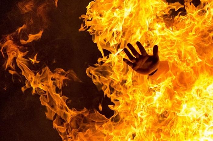 Xin tiền mua thuốc không được, chồng hắt xăng vào vợ rồi châm lửa thiêu sống 1