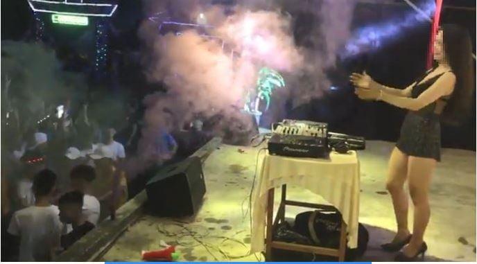 Quảng Nam: Nữ DJ ăn mặc thiếu vải