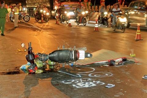 Tai nạn giao thông mới nhất ngày 19/2: Va chạm với xe tải, 1 phụ nữ tử vong 1