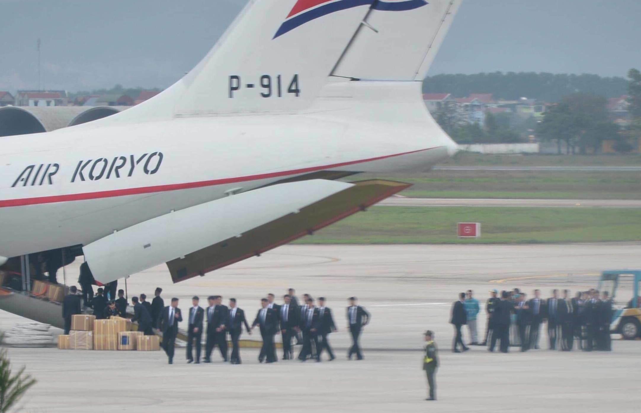 Cả trăm mật vụ tinh nhuệ của ông Kim Jong-un đổ bộ xuống Nội Bài 1