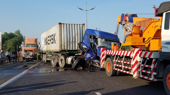 Tài xế tử vong thương tâm khi giúp xe gặp sự cố trên cao tốc TP.HCM - Trung Lương 1