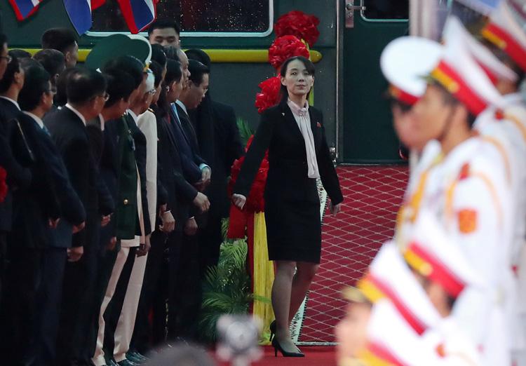 Em gái ông Kim Jong un đích thân xuống tàu kiểm tra tại ga Đồng Đăng 1