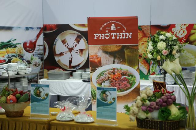 Phóng viên quốc tế hào hứng trước ẩm thực đậm chất dân tộc Việt Nam 1