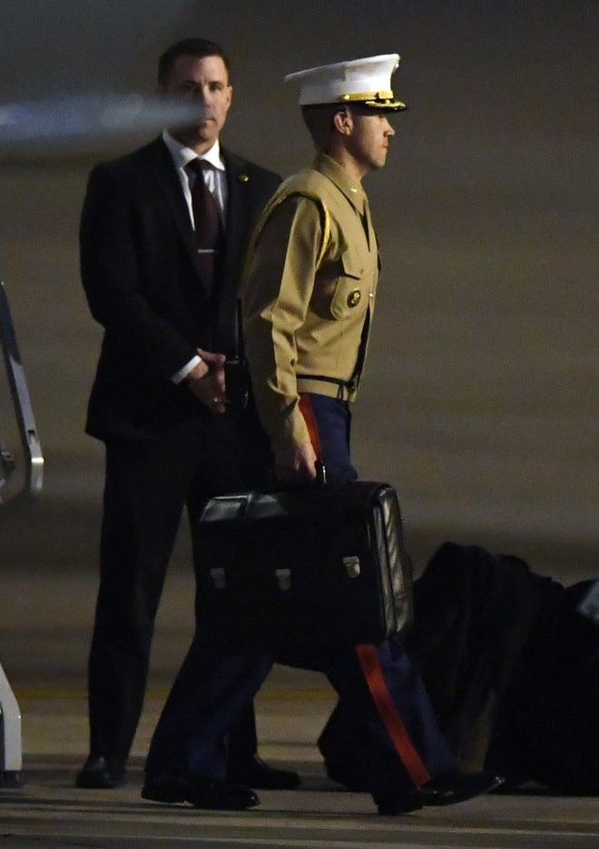 Hình ảnh Vali hạt nhân - vật bất ly thân của Tổng thống Mỹ xuất hiện ở Hà Nội số 1