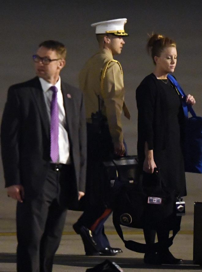 Hình ảnh Vali hạt nhân - vật bất ly thân của Tổng thống Mỹ xuất hiện ở Hà Nội số 2