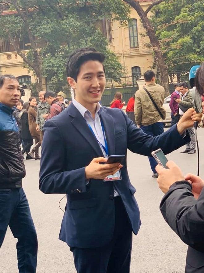 Thêm 1 nữ phóng viên Hàn Quốc với nhan sắc không tì vết, nhận được