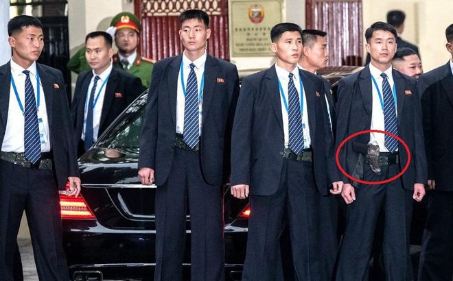 Hé lộ vũ khí bí mật của đội cận vệ ông Kim Jong-un mang theo người 1