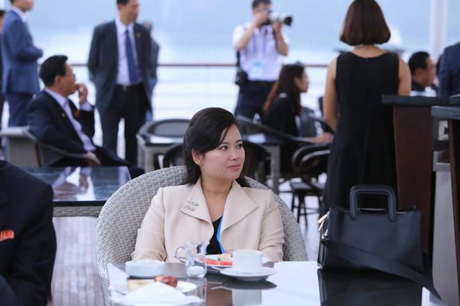 Nữ ca sĩ tháp tùng ông Kim Jong-un