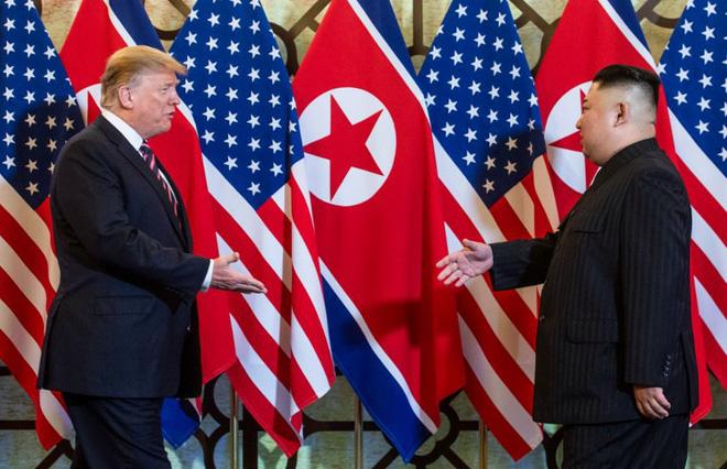 Chùm ảnh TT Donald Trump rạng rỡ bắt chặt tay Chủ tịch Kim Jong Un 1