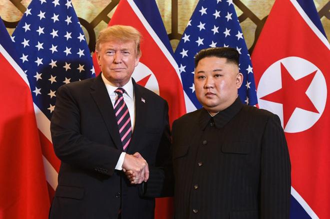 Chùm ảnh TT Donald Trump rạng rỡ bắt chặt tay Chủ tịch Kim Jong Un 2