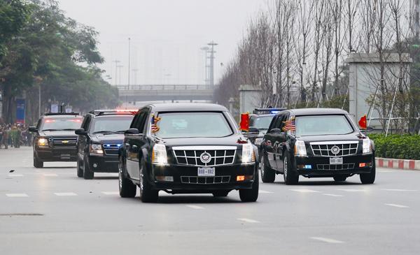 Tổng thống Donald Trump lên máy bay về nước 2