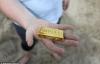 Đổ xô ra biển săn 30 thỏi vàng vùi trong cát tại Anh