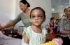 Vụ bé gái 4 tuổi bị đánh dã man: Khởi tố mẹ đẻ, cha dượng bạo hành bé Ngân