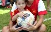 Quý tử nhà HLV Graechen trổ tài chơi bóng cùng U19 Việt Nam