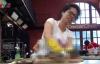 Tranh cãi xung quanh cảnh làm thịt baba man rợ trên truyền hình Việt Nam