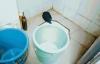 Mải chơi điện thoại, mẹ để con chết đuối trong nhà tắm