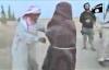 Bố trói con gái, dẫn vào hố để chiến binh IS ném đá đến chết